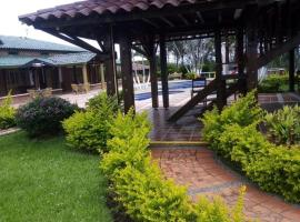 HOTEL CAMPESTRE ALTO DE LAS AVES, hotel in Pereira
