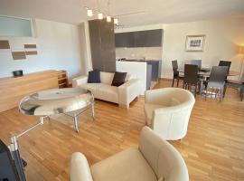 Spacious and bright 2 bedroom apartment with terrace, hôtel à Lausanne