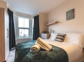 Perfect Escape - 6 bedroom house, hotel in Reading