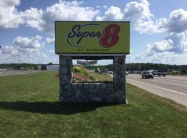 Super 8 by Wyndham Petoskey, hotel in Petoskey