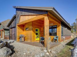 Contempo Cabin - Short Walk to Town Center and Lake!, hotel in Grand Lake