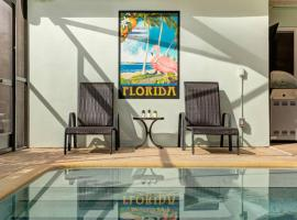 Heated Pool Home Near Waterway. Walk to Dunedin. Short drive to Clearwater Beach, vacation rental in Clearwater