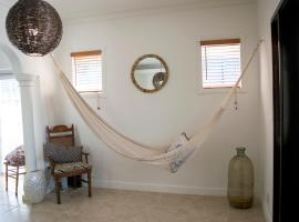 K - Relax and Unwind (Apt 2), homestay in Miami