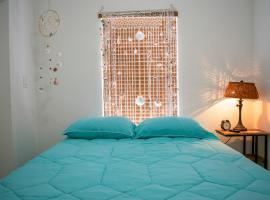 K - Cozy room with Private Entrance (Apt 3), homestay in Miami