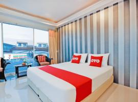 OYO 1117 Phuket Airport Suites, hotel in Nai Yang Beach