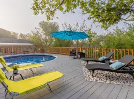 Beautiful House at the Medical Center with Private patio & BBQ area, vacation home in San Antonio