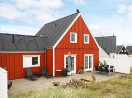 Three-Bedroom Holiday home in Blokhus 7, overnatningssted i Blokhus