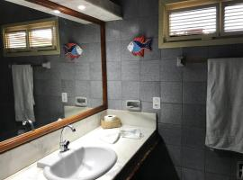 Pousada Azul Marinho, guest house in Canoa Quebrada