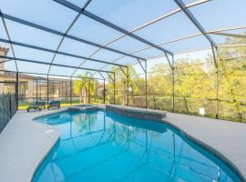 Family Resort - 6BR Mansion Near Disney - Private Pool, Hot Tub, BBQ, hotel in Kissimmee