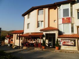 Family Hotel Daisy, hotel in Borino