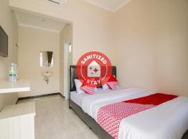 OYO 1078 Fakhira Residence, hotel di Cianjur