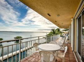 Pirate's Great Escape 3bed/2bath open water with shared pool & dockage, vacation rental in Islamorada