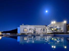 Villa Aphthonia 4 Bedrooms Sea View, pet-friendly hotel in Mýkonos City