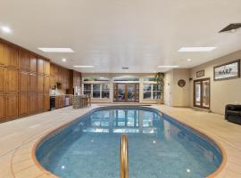 Amazing Family Vacation with Huge Indoor Pool, vacation rental in Albuquerque