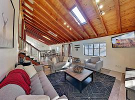 Aspen Valley Gem with Fireplaces & Balcony home, vacation rental in Flagstaff