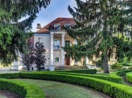Pałac w Smoszewie – hotel w pobliżu miejsca Lotnisko Warszawa-Modlin - WMI w mieście Smoszewo