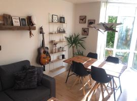 Big family-friendly apartment with free parking., lejlighed i Aalborg