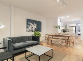 Huge 3-bedroom Appartment in Little Italy by Den Stays, hotel in Montreal