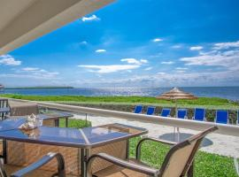 Mariners Club 3bed/2.5bath condo with open water views, apartment in Key Largo