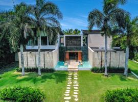 Vacation Modern Pool Villa with Maid + Basketball, Butler & 2 Golf Cars, hotel cerca de Aeropuerto internacional de Punta Cana - PUJ,