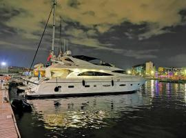 Rent Luxury Motor Yacht, hotel with jacuzzis in Barcelona