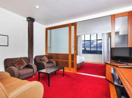 QV Sunny Apartment Wifi Parking Gym Pool (514), budget hotel in Auckland