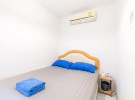 3 Plus 1 Hostel, Asoke, hostel in Makkasan