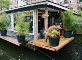 Cozy Houseboat in the center of Amsterdam, סירה באמסטרדם