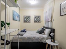 Quiet Private Room in Kingsford near UNSW, Light railway&bus - ROOM ONLY, sumarhús í Sydney