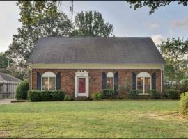 Lavish family home, vacation rental in Memphis