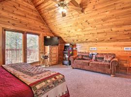Douglas Lake Cabin with Boat Ramp & Water Access, villa in Sevierville