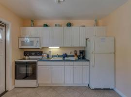 Five Palms Suite 102 - Daily - Weekly - Monthly, hotel in Clearwater Beach