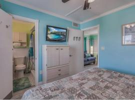 Five Palms Suite 202 - Daily - Weekly - Monthly, hotel in Clearwater Beach