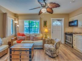 Five Palms Suite 104 - Daily - Weekly - Monthly, hotel in Clearwater Beach