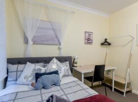 Quiet Private Room in Kingsford near UNSW, Light railway&bus G2 - ROOM ONLY, vacation home in Sydney