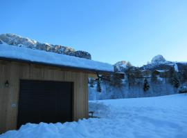 Chalet Dumbria Dolomites, apartment in Selva di Val Gardena
