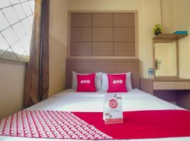 Vaccinated Staff - OYO 3755 Sweet Home, hotel near Museum Bank Indonesia, Jakarta