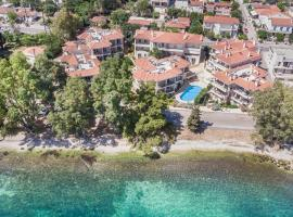 Meliti Waterfront Suites, hotel in Karavomylos