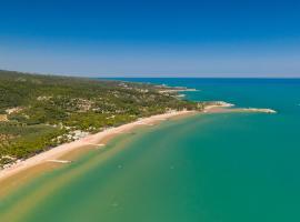 Villaggio Camping Spiaggia Lunga, glamping site in Vieste