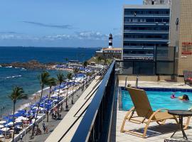 Apartamento aconchegante Flat frente mar Praia Farol da Barra, apartment in Salvador