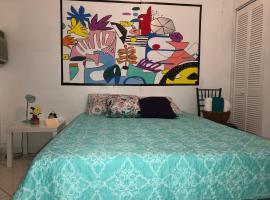 V - Private Suite next to Calle Ocho (Apt 2), homestay in Miami