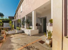 Cozy Holiday Home in S. Maria di Castellabate with Garden, budget hotel in Santa Maria di Castellabate