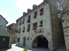 Hotel Villa Russell, hotel en Torla-Ordesa