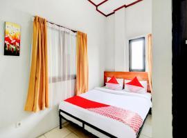 OYO 90048 Teratai Bekasi Guesthouse, hotel in Bekasi
