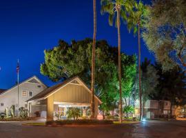 Metro PHX Downstairs 2bd sleeps 6 modern design best location amenities, apartment in Phoenix