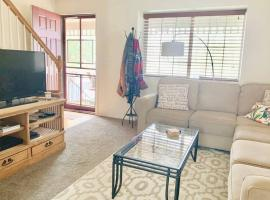 Your Home Away from Home in Old Colorado City, villa in Colorado Springs