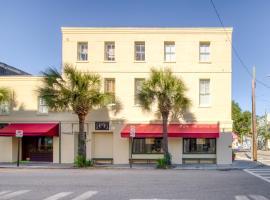 251 Meeting, apartment in Charleston