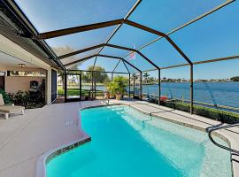 Large Lakefront Oasis with Private Pool & Dock home, Ferienunterkunft in Cape Coral