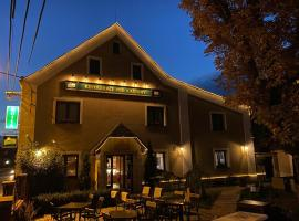 Hotel & Restaurant Pod Kaštany, hotel v destinaci Krupka