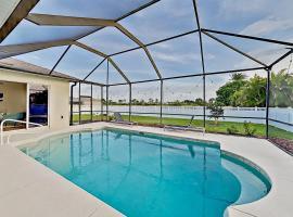 Stylish Getaway - Screened Lanai with Heated Pool home, Ferienunterkunft in Cape Coral
